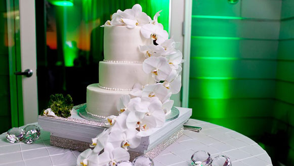green wedding cake up light